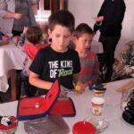Los adultos mayores y los niños de Ramirez hicieron instrumentos musicales