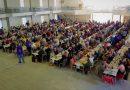 Los jóvenes de Crespo organizaron una fiesta en la que sirvieron sopa para seiscientas personas
