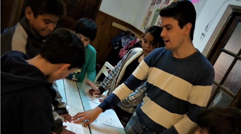 Adolescentes aprenden periodismo para acercarse, juntarse y ayudarse